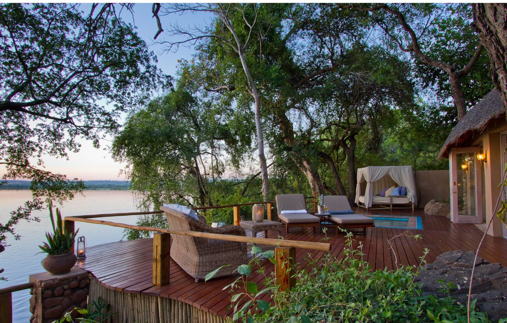 Top5 Romancehotels 09  Zambia Scnd Layer B